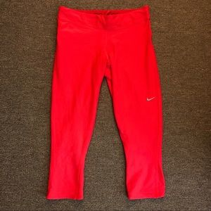 NIKE dri-fit cropped leggings w/ back zip pocket